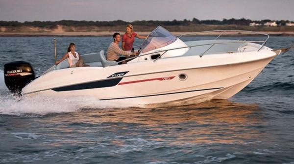 beneteau flyer 7 5 location bateau sanary bandol six fours les embiez toulon hy res. Black Bedroom Furniture Sets. Home Design Ideas
